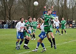 FODBOLD: Marc Kraft (Helsingør) når højest under kampen i Kvalifikationsrækken, pulje 1, mellem Rishøj Boldklub og Elite 3000 Helsingør den 9. april 2007 på Rishøj Stadion. Foto: Claus Birch