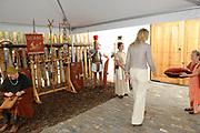 Prinses Máxima opent Archeologiehuis Zuid-Holland.<br /> <br /> Hare Koninklijke Hoogheid Prinses Máxima der Nederlanden opent dinsdagmiddag 23 augustus het Archeologiehuis Zuid-Holland op het terrein van Archeon in Alphen aan den Rijn. Het Romeins Museum Alphen aan den Rijn.<br /> <br /> Archeon biedt een kennismaking met de Nederlandse archeologie en geschiedenis uit drie perioden; prehistorie vanaf de midden steentijd, Romeinse periode en de middeleeuwen.<br /> <br /> Molly Richardson (r) overhandigt dinsdag een sleutel aan Prinses Maxima waarmee zij het Archeologiehuis opent, al lukt dat in het begin niet..<br /> <br /> Princess Maxima opens Archaeology House South Holland.<br /> <br /> Her Royal Highness Princess Máxima of the Netherlands opens on Tuesday August 23 the House Archaeology South Holland in the field of Archeon in Alphen aan den Rijn. The Roman Museum Alphen aan den Rijn.<br /> <br /> Archeon provides an introduction to Dutch history and archeology of three periods, from prehistory to the middle Stone Age, Roman and medieval period.<br /> <br /> Molly Richardson (R) presents a key to Princess Maxima to open the  Archaeology  house, although she is not very successful in the beginning ..