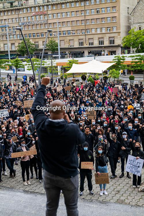 Lausanne, 13 juin 2020. Nouvelle manifestion Black live matter sur la place de la Riponne contre le racisme et après la mort de George Floyd tué par un policier blanc alors qu'il était à terre. © Olivier Vogelsang