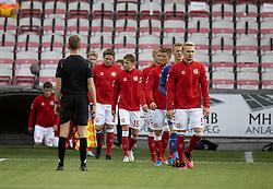 Det danske hold kommer på banen, anført af Victor Nelsson, før U21 EM2021 Kvalifikationskampen mellem Danmark og Ukraine den 4. september 2020 på Aalborg Stadion (Foto: Claus Birch).