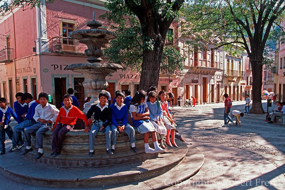 MEXICO, GUANAJUATO Plaza San Fernando and school children