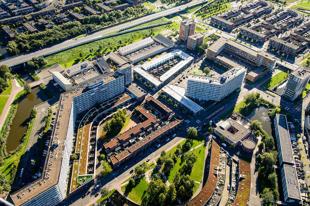 Nederland, Noord-Holland, Amsterdam, 27-09-2015; Amsterdam Zuidoost, Bijlmermeer ten westen van Gooiseweg. Delen van de karateristieke honingraat-flats zijn in het kader de stadsvernieuwing gesloopt om plaats te maken voor kleinschaliger flats en eengezinswoningen.<br /> South East-Amsterdam (Bijlmermeer). The characteristic high-rise honeycomb flats haven (partly) been replaced by low-rise family housing.<br /> luchtfoto (toeslag op standard tarieven);<br /> aerial photo (additional fee required);<br /> copyright foto/photo Siebe Swart