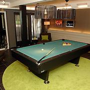 NLD/Eemnes/20060921 - Perspresentatie de Gouden Kooi, villa, speelkamer, biljart, poolbiljart