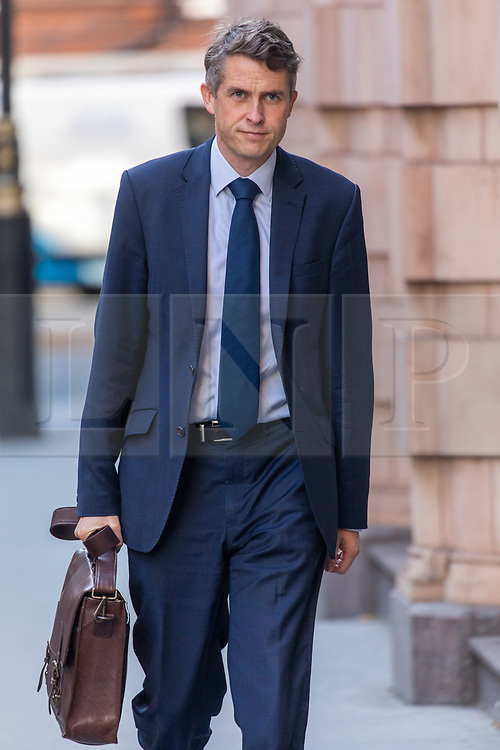 © Licensed to London News Pictures. 27/08/2020. London, UK. Education Secretary Gavin Williamson arrives at his office in Westminster this morning. The Education Secretary announced this week that face coverings will be compulsory in communal areas of schools covered by lockdowns in an apparent U-turn by the Government as a second senior civil servant loses their job over the A-level fiasco. Photo credit: Alex Lentati/LNP