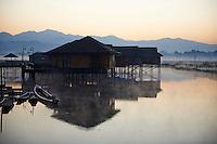 Myanmar (ex Birmanie), Province de Shan, le lac Inle, village de Nampan // Myanmar (Burma), Shan province, Inle lake, Nampan village