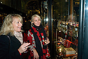 DELLA KNIGHT; LUCY KNIGHT, Patsy Kensit turns on Burlington Arcade Christmas Lights, Burlington Arcade, London, W1. 26 November 2008 *** Local Caption *** -DO NOT ARCHIVE -Copyright Photograph by Dafydd Jones. 248 Clapham Rd. London SW9 0PZ. Tel 0207 820 0771. www.dafjones.com