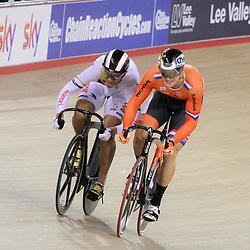 07-12-2014: Wielrennen: WB baan: Londen  <br /> Jeffrey Hoogland (Nijverdal) wint de WB sprint manche in London door in 3 ritten te winnen van de Columbiaan  Fabian Hernando PUERTA ZAPATA