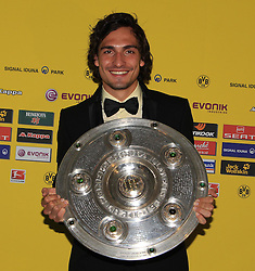 14.05.2011, U-Haus, Dortmund, GER, 1.FBL, Borussia Dortmund Meisterbankett im BildMats Hummels  mit  Meisterschale //   German 1.Liga Football ,  Borussia Dortmund Championscelebration, Dortmund, 14/05/2011 . EXPA Pictures © 2011, PhotoCredit: EXPA/ nph/  Conny Kurth       ****** out of GER / SWE / CRO  / BEL ******