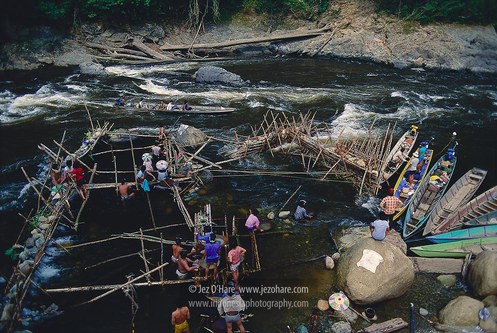 Traditional gold mining, Belayan river, East Kalimantan, Indonesia.