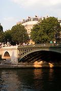 Paris, France. February 18th 2005..The Pont de Sully from the l'Ile Saint Louis..4th Arrondissement..