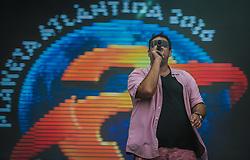 Mano Changes, da banda Comunidade Nin-Jitsu, junto com músicos de diversas bandas gaúchas, apresentam no palco Planeta o show Planeta20 que celebra as duas décadas do Planeta Atlântida, que ocorre nos dias 29 e 30 de janeiro, na SABA, na praia de Atlântida, no Litoral Norte gaúcho. Foto: Carlos Ferrari / Agência Preview
