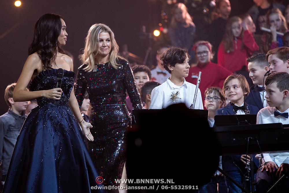 NLD/Zwolle/20191218 - Maxima bij Kerst Muziekgala 2019, Koningin Maxima en Romy Monteiro