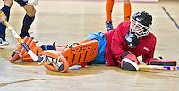 ALMERE - Het Nederlands Zaalhockeyteam oefent voor het WK in Polen. Keeper Vincent van de Peppel. ANP COPYRIGHT KOEN SUYK