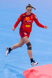 14-12-2018 FRA: Women European Handball Championships Russia - Romania, Paris<br /> First semi final Russia - Romania 28 - 22 / Ana-Maria  Dragut #90 of Romania