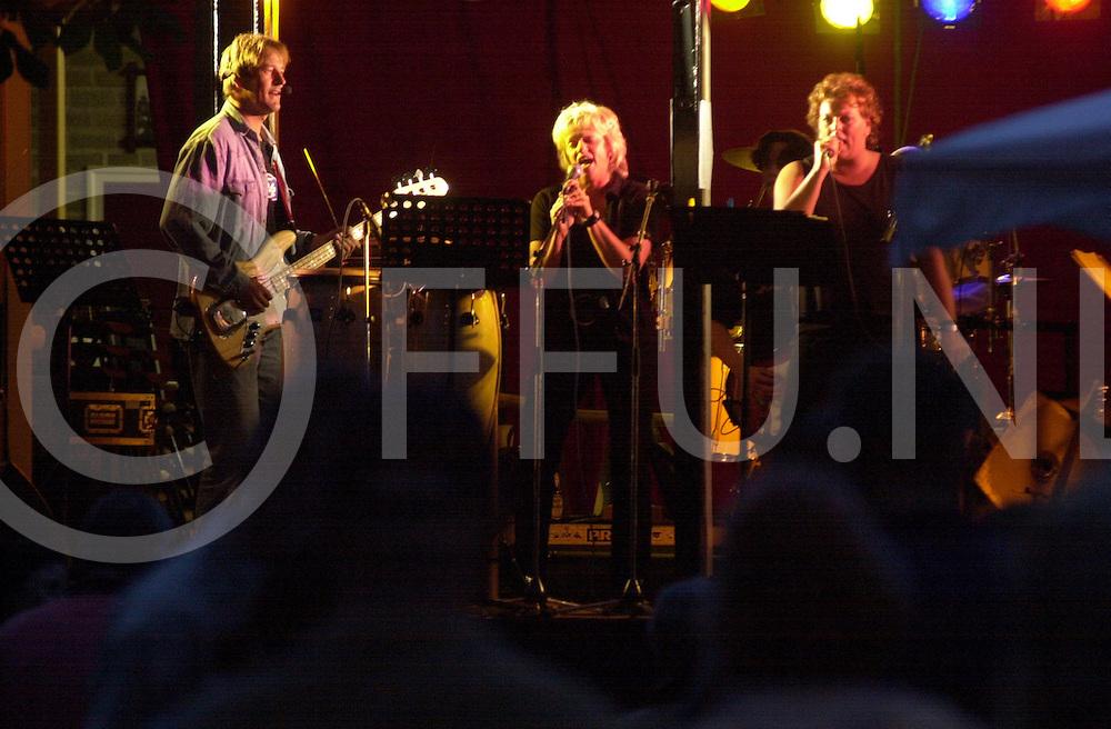 fotografie frank uijlenbroek©2001 frank uijlenbroek.010720 nijverdal ned.Geurpop..