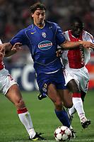Amsterdam, 15-9-04<br />Champions League 2004-05<br />Ajax-Juventus<br />nella  foto Ibrahimovic contrastato da Obodai<br />Foto Snapshot / Graffiti