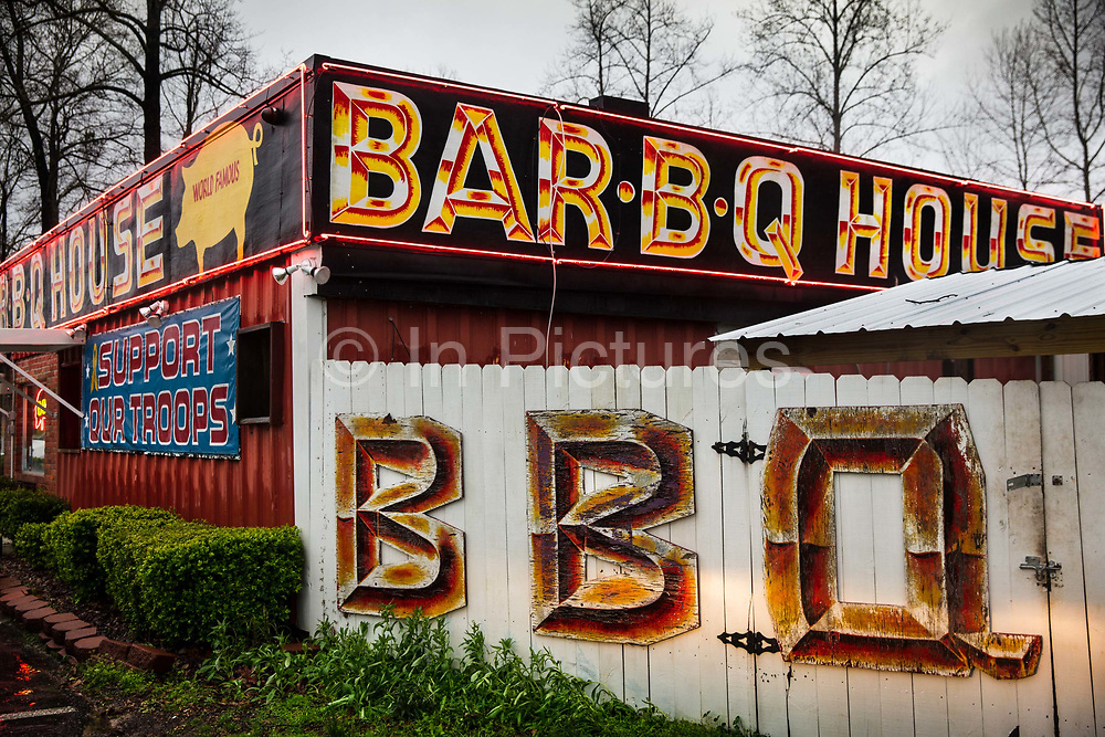 World Famous BBQ barbecue House on 5th March 2020 in Troy, Alabama, United States of America. Alabama barbecue is generally fueled by hickory wood, but oak and pecan are also used. Across Alabama, smoked pork—chipped, chopped, and sliced—is piled on hamburger buns and often topped with coleslaw, with dill pickles added as a defining condiment.