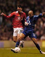 Fotball<br /> England 2004/2005<br /> Kvartfinale Carling Cup<br /> 01.12.2004<br /> Foto: SBI/Digitalsport<br /> NORWAY ONLY<br /> <br /> Manchester United v Arsenal<br /> <br /> Arsenal's Gael Clichy (R) tackles Manchester United's Chris Eagles