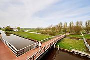 Fietsbrug over Zwethkanaal bij Rijswijk. - Cycle bridge over cannal called Zwethkanaal near Rijswijk, close to The Hague, The Netherlands.