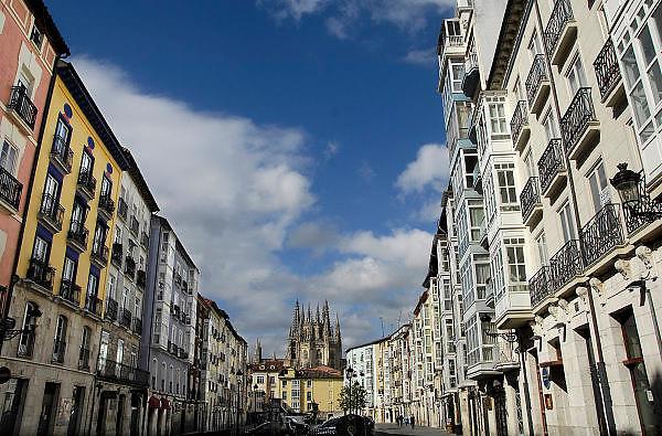 Spanje, Burgos, 5-5-2010Als onderdeel van de pelgrimsroute naar Santiago de Compostella ligt de kathedraal van Burgos. De pelgrimstocht wordt ook vaak per fiets gemaakt.Foto: Flip Franssen/Hollandse Hoogte