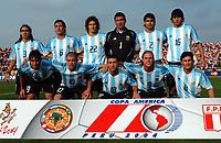 Fotball<br /> Copa America 2004<br /> Kvartfinale<br /> Peru v Argentina 0-1<br /> 17. juli 2004<br /> Foto: Digitalsport<br /> NORWAY ONLY<br /> Lagbilde Argentina<br /> N*3 JUAN SORIN - N*6 GABRIEL HEINZE - N*22 FABRICIO COLOCCINI - N*1 ROBERTO ABBONDANCIERI - N *2 ROBERTO AYALA - N*16 LUIS LUCHO GONZALEZ - N*19 CESAR CHELO DELGADO - N*10 ANDRES D'ALESSANDRO - N*18 CRISTIAN KILLY GONZALEZ - N*9 CESAR DELGADO = N*8 JAVIER ZANETTI