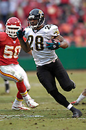 Jacksonville Jaguars running back Fred Taylor (28) rushes past Kansas City linebacker Kawika Mitchell (50) in the first half at Arrowhead Stadium in Kansas City, Missouri, December 31, 2006.  The Chiefs beat the Jaguars 35-30.<br />