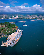 USS Missouri, Arizona Memorial, Pearl Harbor, Honolulu, Oahu, Hawaii, USA<br />
