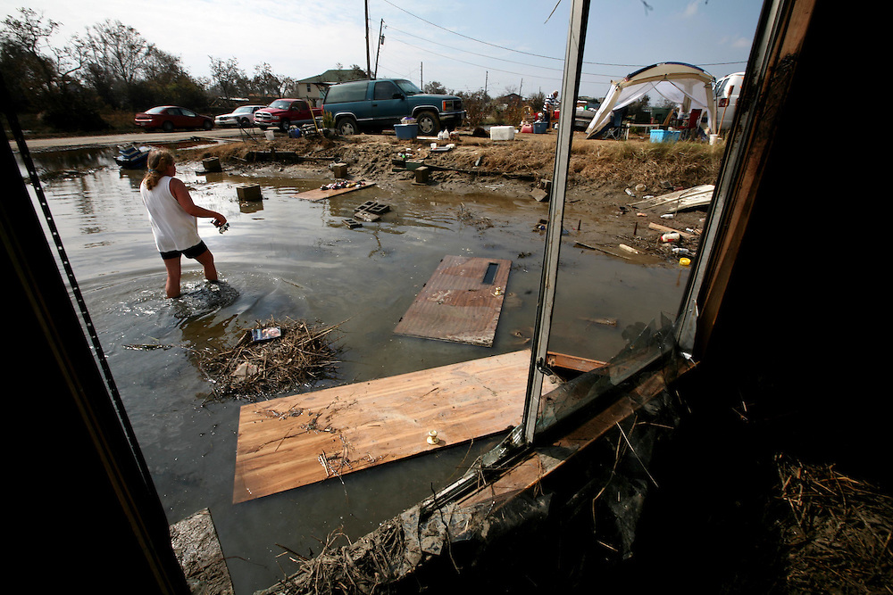 ORG XMIT: *S0424390769* (09/20/08) ---  Jeannie Killgore (ck) salvages what belongings he can in his trailer in Sabine Pass after Hurricane Ike Saturday September 20, 2008.