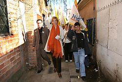 """A candidata ao governo do Estado do RS, Yeda Crusius, pela coligação """" Rio Grande Afirmativo"""" durante caminhada e panfletagem em Canoas . FOTO: Jefferson Bernardes/Preview.com"""