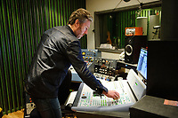 Fotball<br /> 23.03.17 , 20170323<br /> Produsent Kåre Vesterheim i Highasakite i studio i forbinelse med at de har laget en ny Tippeligahymne <br /> Foto: Sjur Stølen / Digitalsport