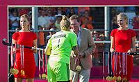 ANTWERPEN -  Minister Bruno Bruins (Sport) was bij de finale en reikte medailles uit. na de  finale  dames  Nederland-Duitsland  (2-0) bij het Europees kampioenschap hockey.   COPYRIGHT  KOEN SUYK