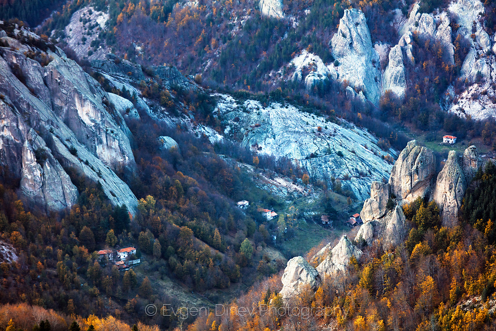 Few houses in the mountain gorge