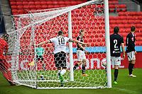 Fotball Menn Eliteserien Rosenborg - Strømsgodset<br /> Lerkendal Stadion, Trondheim<br /> 4 juni 2017<br /> <br /> <br /> Matthias Vilhjalmsson header inn 3-0 forbi Espen Bugge Pettersen, og begge ender inne i målet etterpå<br /> <br /> <br /> <br /> Foto : Arve Johnsen, Digitalsport