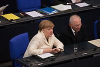 DEU, Deutschland, Germany, Berlin, 07.07.2016: Bundeskanzlerin Dr. Angela Merkel (CDU) und Bundesfinanzminister Dr. Wolfgang Schäuble (CDU) im Deutschen Bundestag.