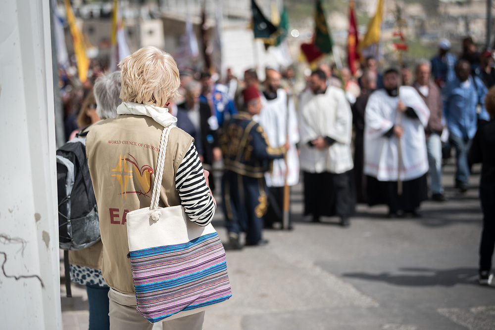 14 April 2019, Jerusalem: Ecumenical Accompaniers at work. On Palm Sunday, thousands gathered and marched from the Mount of Olives down to the Old City of Jerusalem, following in the footsteps of Jesus, as he journeyed to Jerusalem.