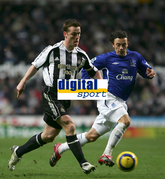 Photo: Andrew Unwin.<br />Newcastle United v Everton. The Barclays Premiership. 25/02/2006.<br />Everton's Simon Davies (R) tries to keep up with Newcastle's Scott Parker (L).