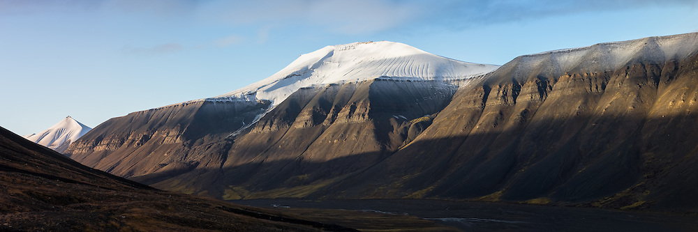 This valley nearby Longyearbyen, Spitzbergen is called Bolterdalen. The montain in the middle is caleld Carl Lundh fjellet, and the montain to the left is called Soleietoppen. Highresolution panorama   Høyoppløslig panorama fra Bolterdalen ved Longyearbyen, Svalbard.