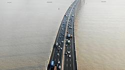 September 30, 2018 - Jiangsu, Jiangsu, China - Cars run slowly at Su Tong Yangtze River Highway Bridge before the National Day holiday in east China's Jiangsu Province,September 30th, 2018. (Credit Image: © SIPA Asia via ZUMA Wire)