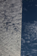 New York, WTC 4, World trade center four tower , cloud and sky . reflexion on the  tower / La tour World trade center 4 , WTC4, jeu de miroir sur la tour