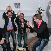 NLD/Hoofddorp/20120320 - Lancering Video on Demand, Kasper van Kooten en Danny de Munk kijken de huispremiere met prijswinnaar Roy en doen een wave