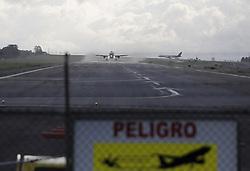 COSTA RICA-ALAJUELA-MEDIO AMBIENTE-VOLCAN.(160919) -- ALAJUELA, septiembre 19, 2016 (Xinhua) -- Una avion sopla una nube de cenizas de las erupciones del Volc√°n Turrialba, en la pista del aeropuerto internacional Juan Santamar√≠a en Alajuela, Costa Rica, el 19 de septiembre de 2016. El aeropuerto internacional Juan Santamar√≠a y el Tob√≠as Bola√±os volvieron a suspender sus operaciones este lunes por la ca√≠da de ceniza, producto de las erupciones que ha hecho el volc√°n Turrialba. El volc√°n costarricense Turrialba volvi√≥ a registrar este lunes varias erupciones de gases y cenizas confirm√≥ el Observatorio Vulcanol√≥gico y Sismol√≥gico de Costa Rica (Ovsicori). (Xinhua/Kent Gilbert) (Credit Image: © Wang Pei/Xinhua via ZUMA Wire)
