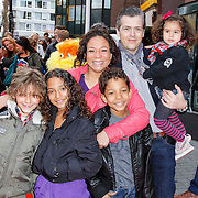 NLD/Amsterdam/20120401 - Premiere de Lorax, Nurlaila Karim met partner Muriel Wolda en haar kinderen