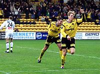 Football, Tippeligaen (eliteserien herrer) 29. april 2001, Lillestrøm - Sogndal 4-1.  Sveinung Fjellstad, jubler sammen med Clayton Zane (midten), Lillestrøm. Bak fortviler Sindre Erstad, Sogndal (ryggen til)