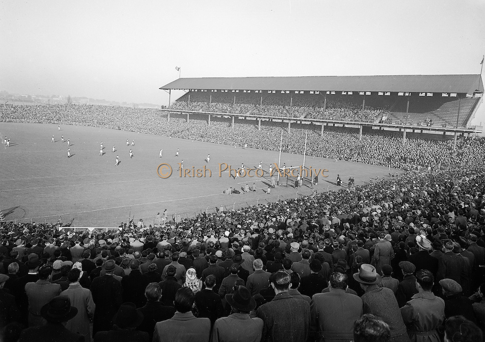 1953.155/2185-2186.17031953IPHCF.17.03.1953.17. March 1953.17. Mar 1953.Interprovincial Railway Cup Football Championship - Leinster v. Munster.FOOTBALL - Wrong Folder...