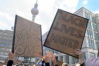 "06 JUN 2020, BERLIN/GERMANY:<br /> ""No Justice No Peace"" und ""We are One"" Schilder, ""Silent Demo"" anl. des gewaltsamen Todes des US-Afroamerikaners George Floyd durch Polizeigewalt in Minneapolis, Alexanderplatz<br /> IMAGE: 20200606-01-008<br /> KEYWORDS: Demonstration, demonstrator, Protest, Black Lives Matter, #blacklivesmatter, Fernsehturm"