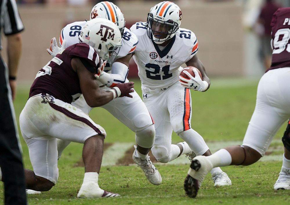 Auburn running back Kerryon Johnson (21) cuts to a hole against Texas A&M during the second quarter of an NCAA college football game on Saturday, Nov. 4, 2017, in College Station, Texas. (AP Photo/Sam Craft)