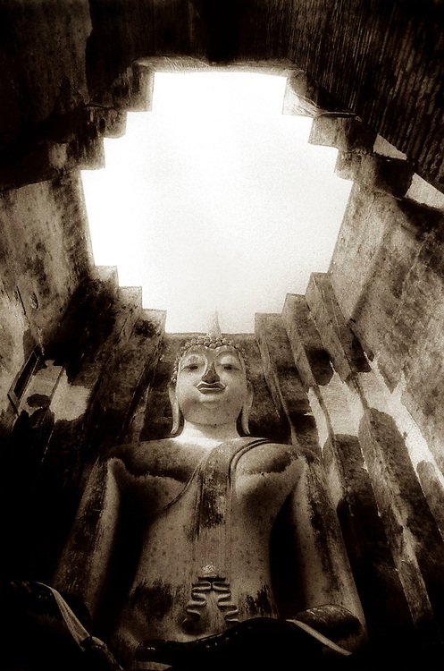 Buddha and Sky - Wat Si Chum - Sukothai, Thailand