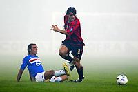 Genova 30-10-2004<br /> <br /> Campionato  Serie A Tim 2004-2005<br /> <br /> Sampdoria Milan<br /> <br /> nella  foto Fabio Bazzani Sampdoria (L), Gennaro Garruso Milan (R)<br /> <br /> Foto Snapshot / Graffiti