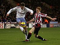 Photo: Paul Thomas.<br /> Sheffield United v Aston Villa. The Barclays Premiership. 11/12/2006.<br /> <br /> Sheff Utd goal scorer Stephen Quinn (R) tackles Chris Sutton.