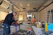 Nederland, Ootmarsum, 5-11-2012Een installateur, lasser, pijpfitter, bezig in de bouw van een nieuw particulier museum van kunstenaar en ondernemer Ton Schulten.Foto: Flip Franssen/Hollandse Hoogte